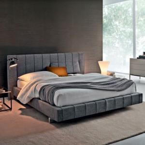 Łóżko tapicerowane i pikowane. Fot. Molteni