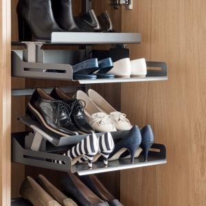 Wysuwane półki na buty. Fot. Peka