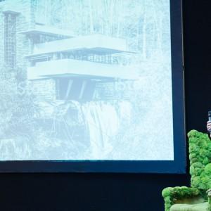 Wystąpienie Przemo Łukasika koncentrowało się na zagadnieniach ikoniczności i ponadczasowości w architekturze. Fot. Domoteka