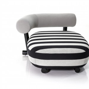 Fotel o wydłużonym siedzisku. Fot. Moroso