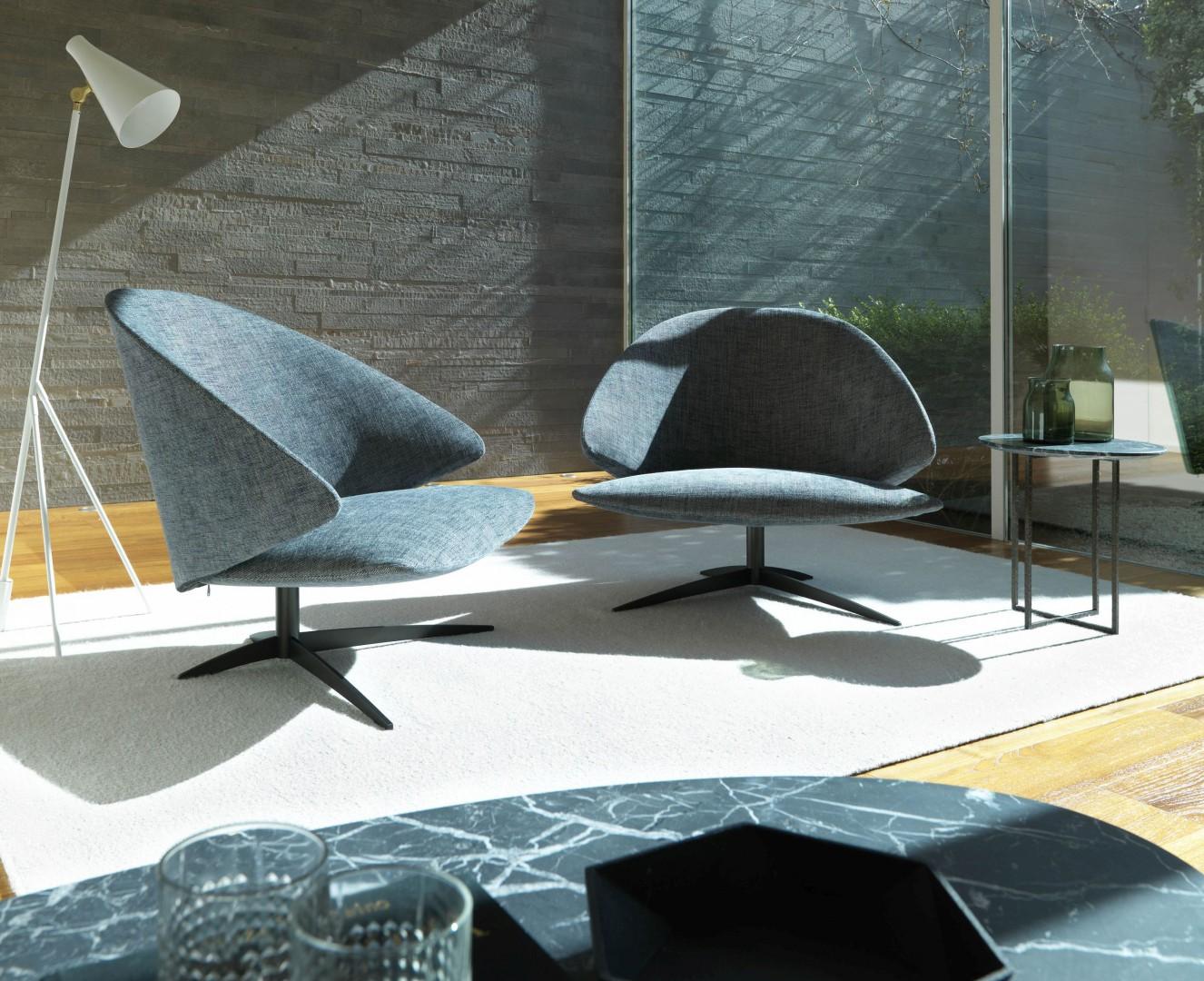 Fotele o futurystycznych kształtach sprawią, że wnętrze stanie się naprawdę designerskie. Fot. Desiree