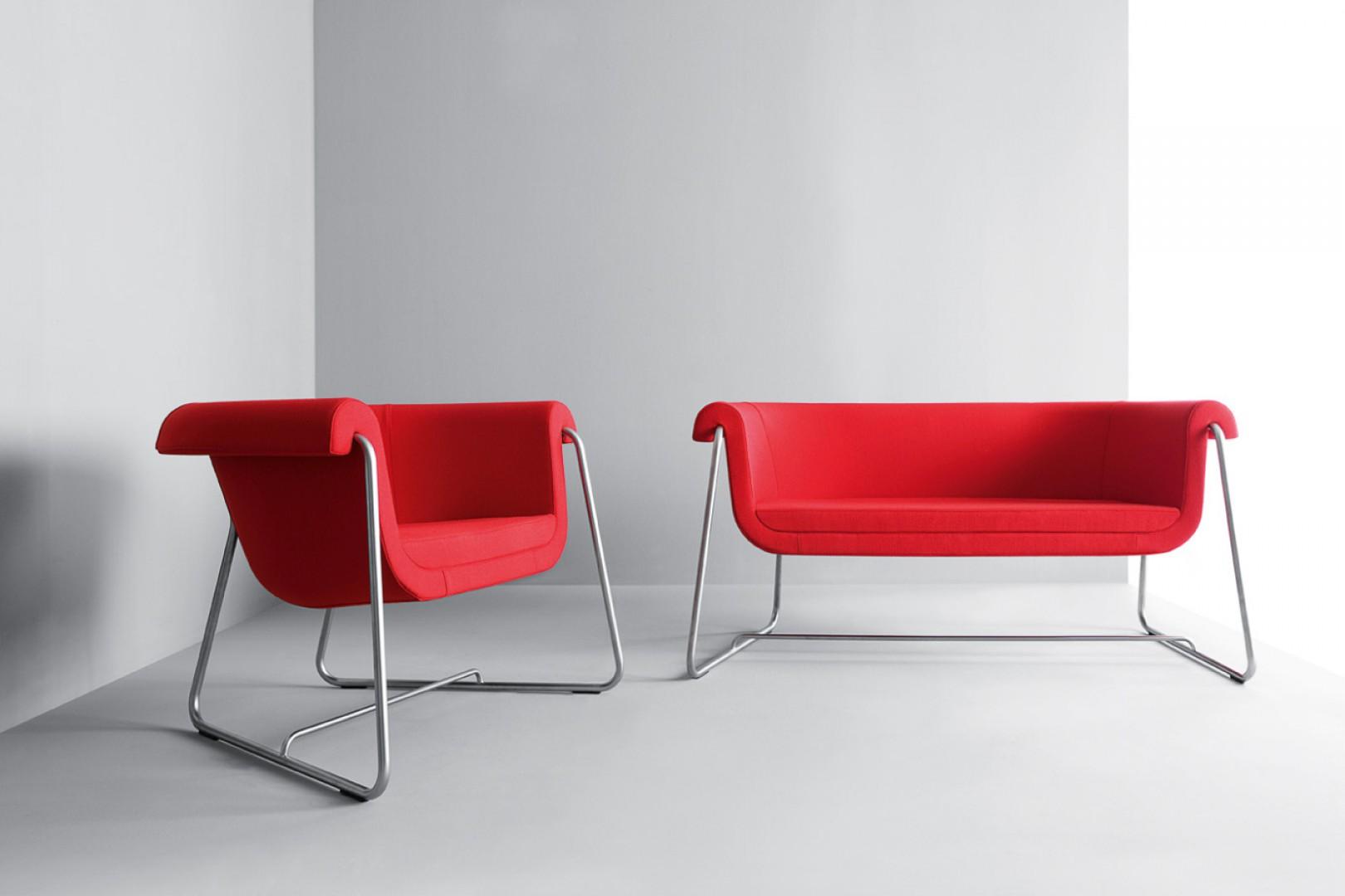 Sofa i fotel z kolekcji Hover firmy Profim. Projekt: Tomek Rygalik. Fot. Profim