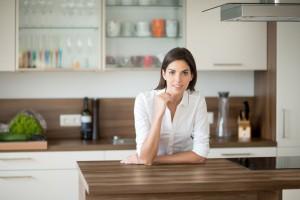 Z czego wykonać piękną ścianę nad blatem kuchennym?