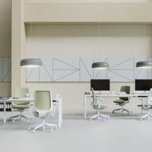 """W fotelu """"LightUp"""" firmy Profim zastosowano między innymi szereg zaawansowanych regulacji oraz intuicyjny mechanizm synchroniczny, ułatwiający indywidualne dopasowanie krzesła do sylwetki i wagi użytkownika. Fot. Profim"""