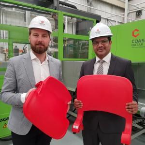 Jakub Rachfalik, dyrektor zarządzający marką Forum Seating, i Nishad Azeem PMP, prezes Coastal Qatar. Fot. Materiały prasowe