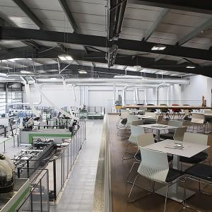 Na powierzchni 1.500 m2 prezentowane są maszyny i technologie włoskiej marki Biesse. Fot. Biesse