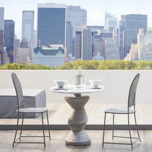 Stolik kawowy i krzesła z kolekcji