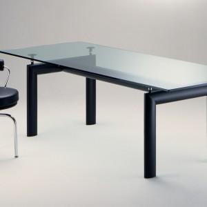 Stół LC6 firmy Cassina. Projekt: Le Corbusier. Fot. Cassina