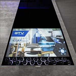 Najważniejszym elementem stoiska targowego był stół interaktywny. Fot. GTV