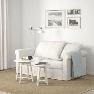 Sofa Gronlid doskonale komponuje się z białymi ścianami i dodatkami. Fot. IKEA