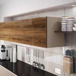 Szkło polimerowe to innowacyjny produkt, spełniający się w roli materiału okrywającego przestrzenie kuchennych frontów. Fot. Rehau