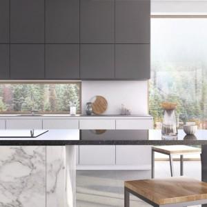Laminaty firmy Rehau są termoplastyczne, co oznacza, że można je zginać, nadając zabudowie kuchennej dowolną formę. Fot. Rehau