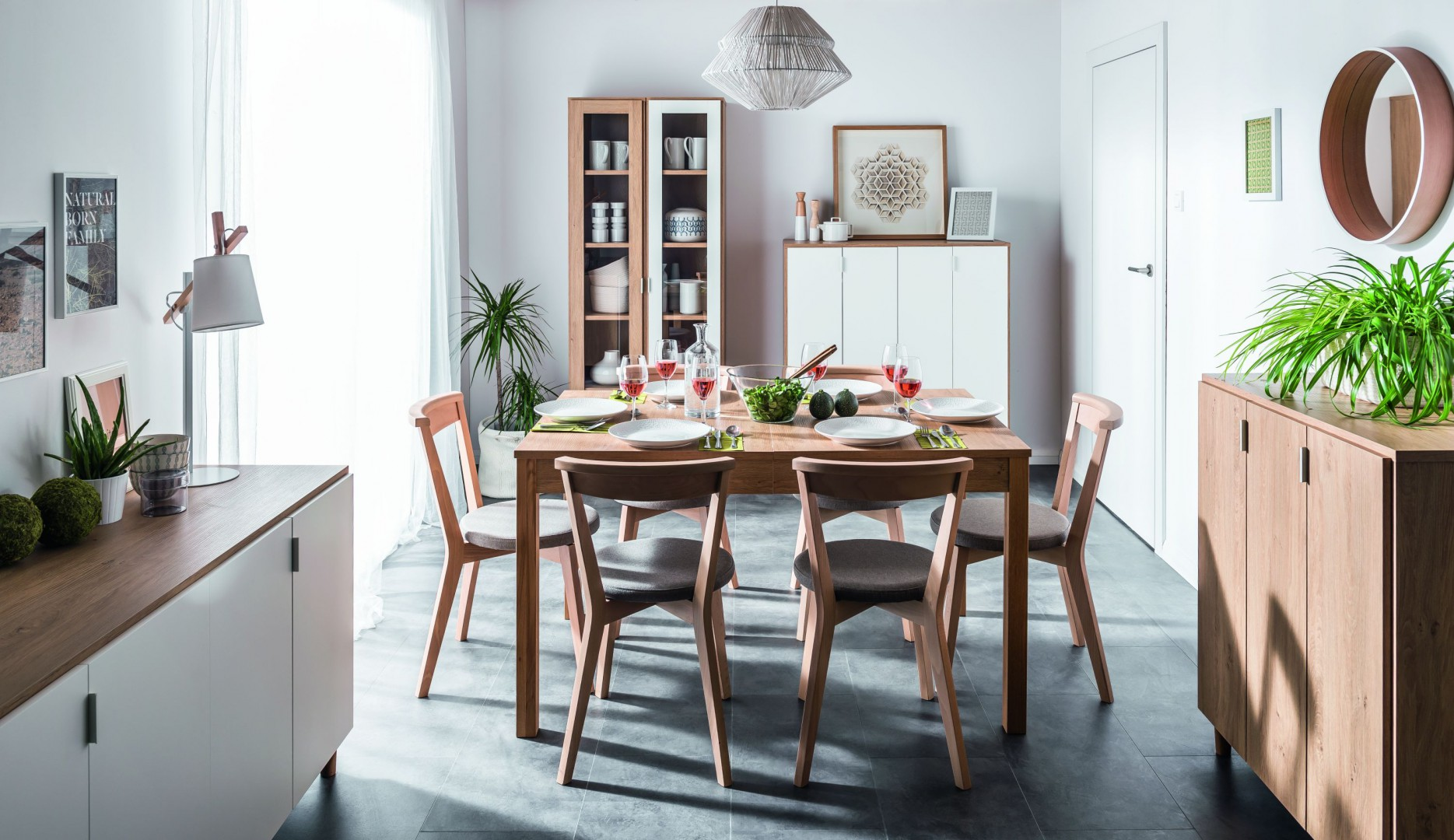 "Stół z kolekcji ""Simple"" firmy Vox. Fot. Vox"