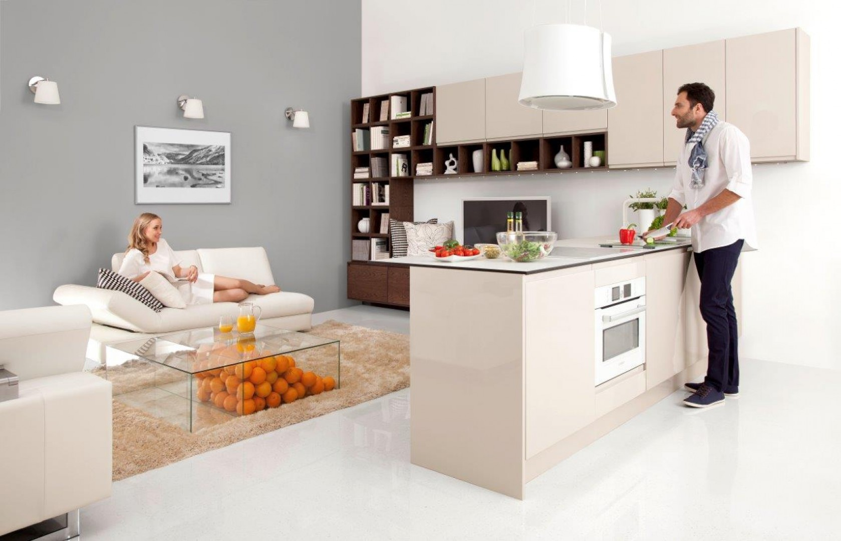 Kuchnie otwarte na salon pozwalają na stworzenie bardzo atrakcyjnych aranżacji. Fot. WFM Kuchnie