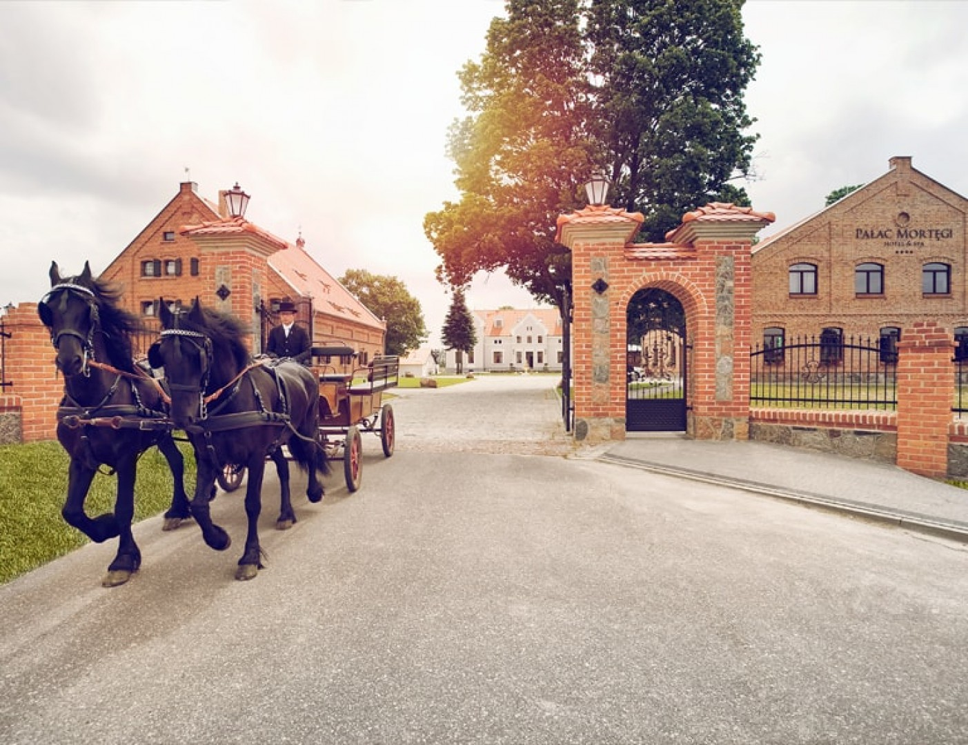Zabytkowy pałac w Mortęgach niedaleko Lubawy. Fot. Szynaka Meble