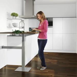 W nowoczesnej kuchni sprawdzi się stół