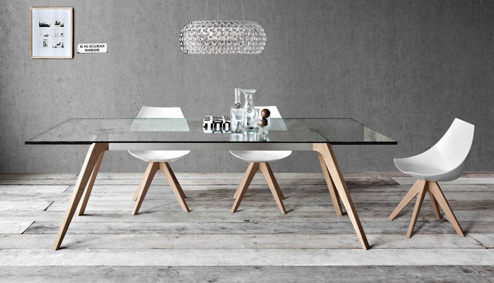 Stół włoskiej firmy Pianca, ze szklanym blatem. Fot. Pianca