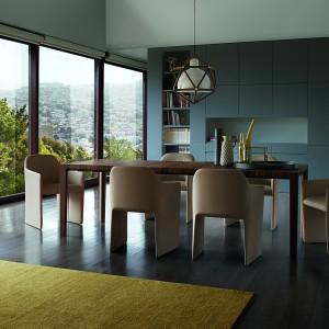 Stół włoskiej marki Natuzzi. Fot. Natuzzi
