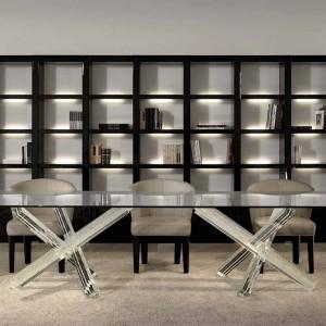 Stół wykonany ze szkła Murano wygląda elegancko i prestiżowo we wnętrzu. Fot. Reflex/Galeria Heban