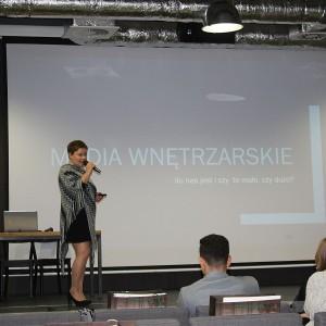 Justyna Łotowska, reprezentująca redakcje Dobrze Mieszkaj i Świat Łazienek i Kuchni, zachęcała do współpracy z mediami wnętrzarskimi. Fot. Publikator
