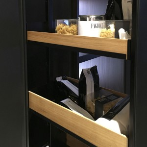 System Dispensa na ekspozycji marki Miton