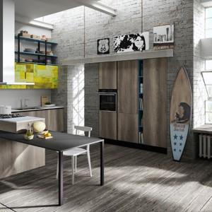 Przestrzeń, duże okna i wysokie sufity podkreślają charakterystyczny styl kuchni. Fot. Aran