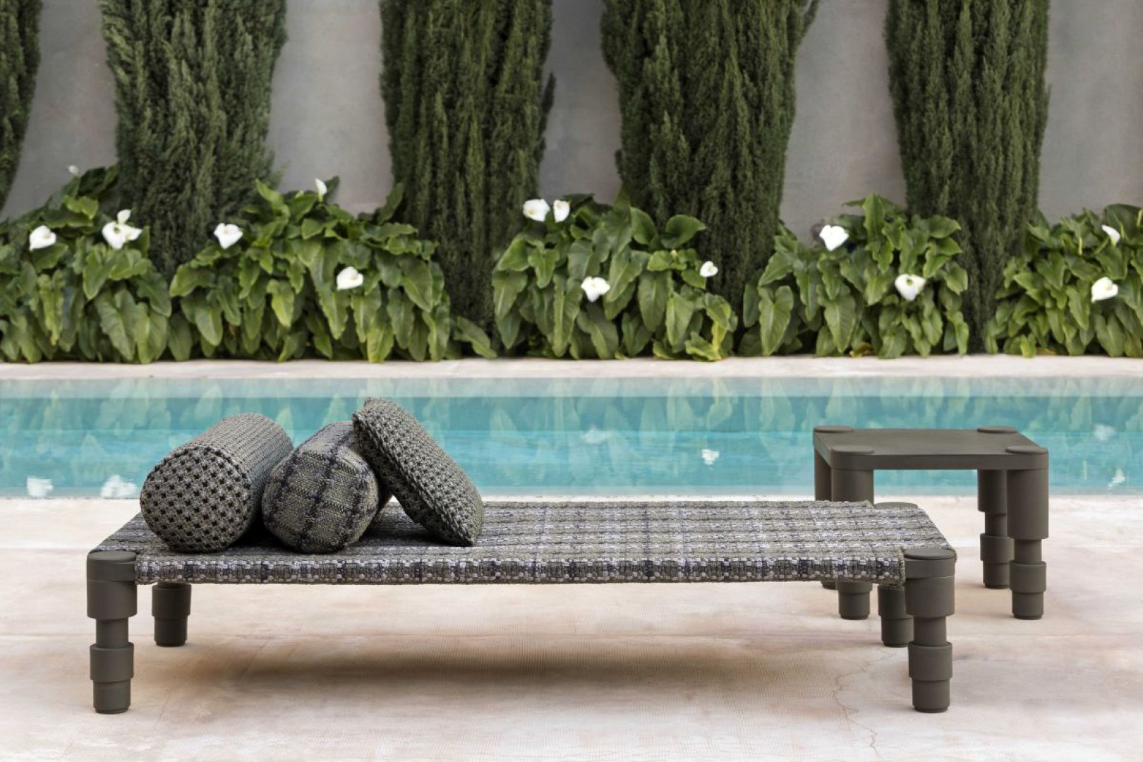Leżak z kolekcji Garden Layers marki Gan. Projekt: Patricia Urquiola. Fot. Gan