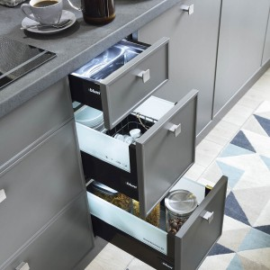 Szuflady to dobry sposób na przechowywanie w kuchni. Fot. BRW