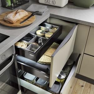 Strefa przechowywania z pojemnymi szufladami. Fot. BRW