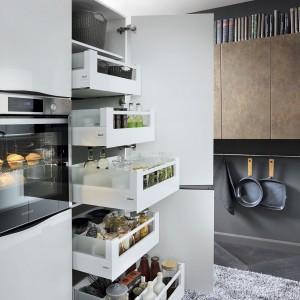 Domowa spiżarnia w kuchni. Fot. BRW
