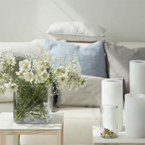 Salon urządzony jest minimalistycznie, lecz daje wrażenie ciepła. Fot. Studio O.