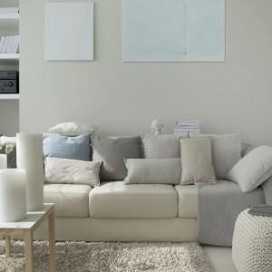Salon charakteryzują beżowe, stonowane, jasne odcienie. Fot. Studio O.
