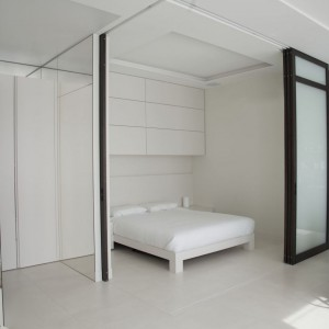 Łóżko oraz jego zabudowa powstały zgodnie z projektem Studio.O. Fot. Studio O.