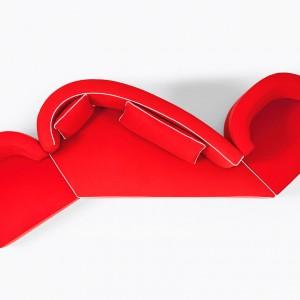 Sofa w energetycznej czerwieni. Fot. Bruhl