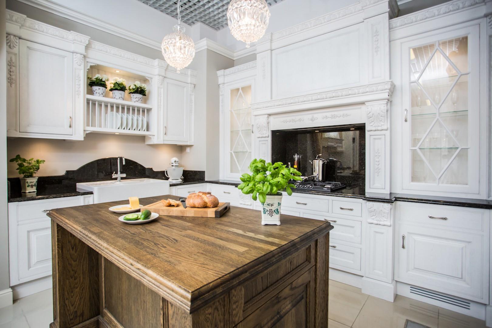 Kuchnia Sewilla z litego drewna. Fot. Arino House