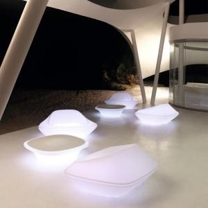 Stolik kawowy z kolekcji UFO firmy Vondom. Projekt: Ora ïto. Fot. Vondom