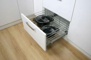 Wygodna szuflada zamiast kuchennych szafek
