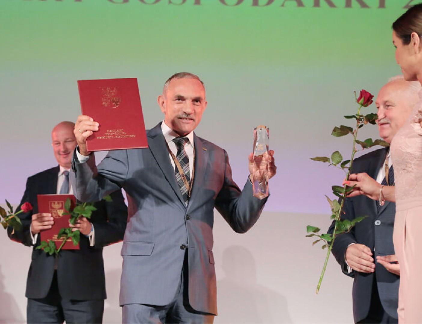Jan Szynaka, prezes Grupy Meblowej Szynaka, odebrał wyróżnienie w rankingu Filary Gospodarki 2018. Fot. Archiwum