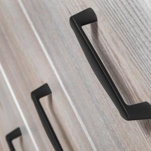 """Coraz większą konkurencją dla uchwytów meblowych z powierzchniami wykończonymi na wysoki połysk są uchwyty matowe. Na zdjęciu: uchwyt """"Trapano"""" firmy Gamet. Fot. Gamet"""