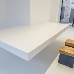 Wyspa-stół to najważniejszy punkt pomieszczenia. Fot. Loft