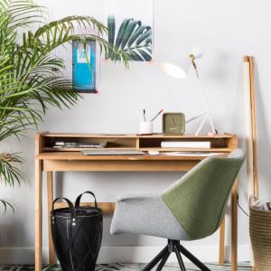 Domowe biurko nie musi być duże, liczy się przede wszystkim jego funkcjonalność. Fot. Zuiver/Dutchhouse