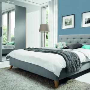 Łóżko Glame, z pikowanym zagłówkiem. Fot. Wajnert