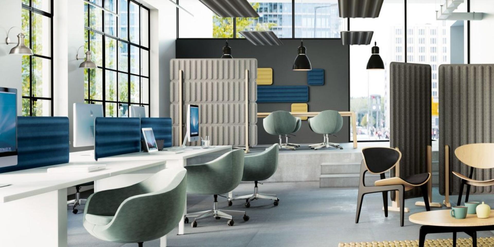 Rozbudowana rodzina paneli Groove (Marbet Style) obejmuje wersje ścienne, sufitowe, biurkowe oraz ścianki wolnostojące. Fot. Marbet Style