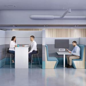 """Na system """"Sand"""" (Grupa Nowy Styl) składają się szafy, stoły i ścianki działowe pozwalające na zaaranżowanie ergonomicznego miejsca pracy. Fot. Grupa Nowy Styl"""