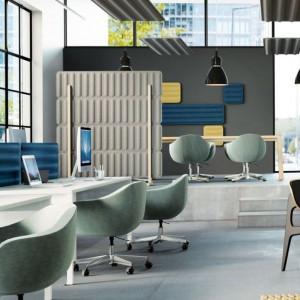 """Rozbudowana rodzina paneli """"Groove"""" (Marbet Style) obejmuje wersje ścienne, sufitowe, biurkowe oraz ścianki wolnostojące. Fot. Marbet Style"""