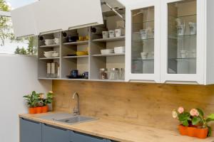 Szklane fronty i witryny - nowoczesne rozwiązanie w kuchni