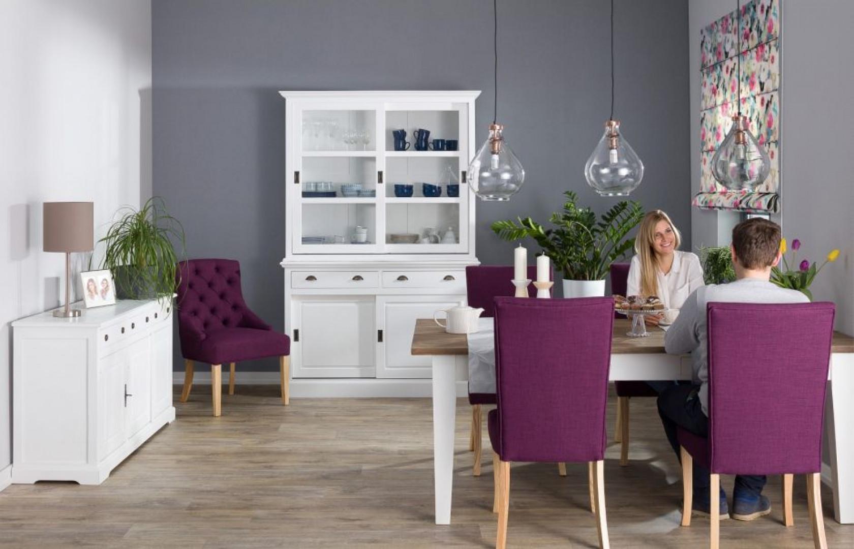 Krzesła Andrea Violet. Fot. Dekoria.pl