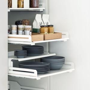 W kuchni każde rozwiązanie służące stworzeniu nowego miejsca do przechowywania jest na wagę złota. Fot. Peka