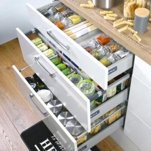 Nowoczesne szuflady kuchenne przystosowane są do przenoszenia znacznych obciążeń. Fot. Rejs