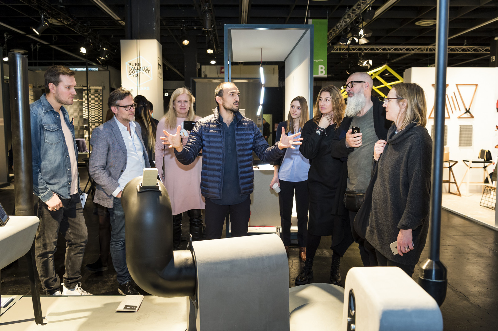 Jurorzy oceniający prace młodych projektant ów podczas ubiegłorocznej edycji konkursu Pure Talents Contest. Fot. Koelnmesse